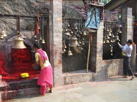offering worship at the kamakhya temple